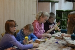 Kinderbasteln, Kränze binden, Christbaum aufstellen_3